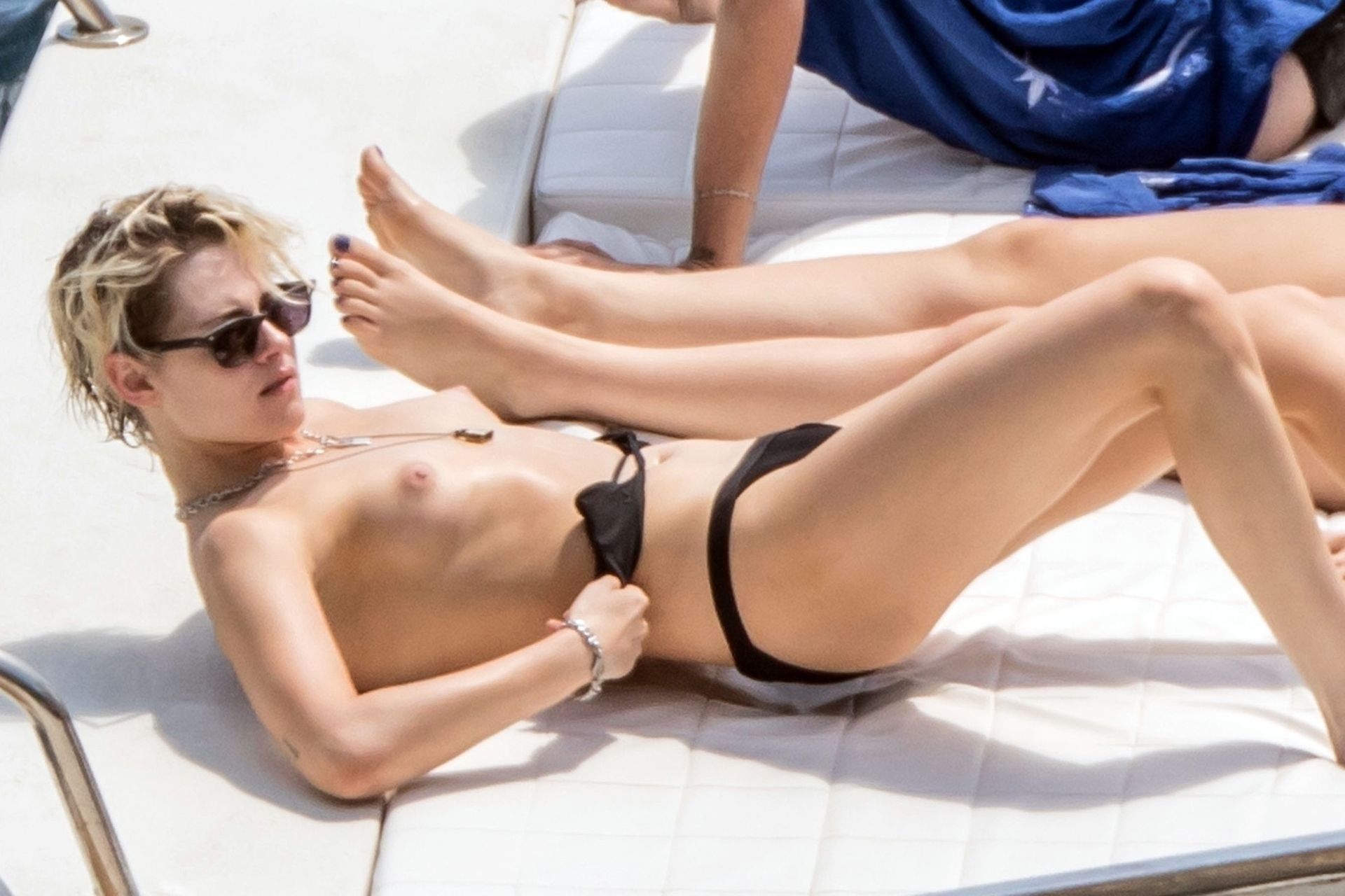 Kristen stewart and emma watson boobs