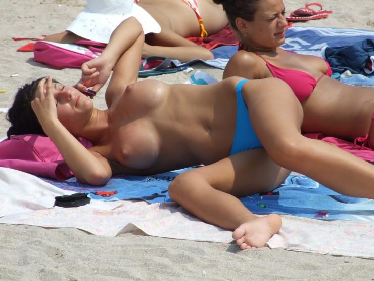 Amateur beach girl porn