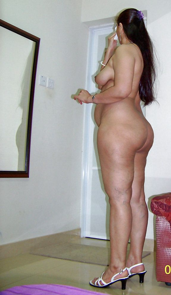 Big ass aunty nude photoshoot