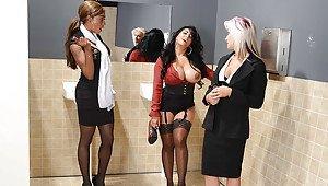 Voyeur cleavage downblouse braless big tits