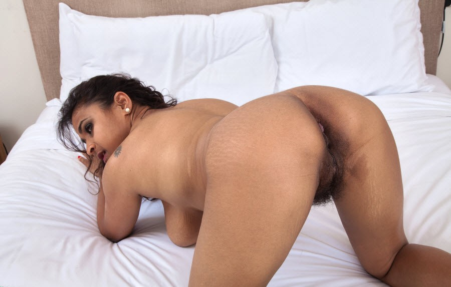 Indian hot women bobs pussy aunty pic