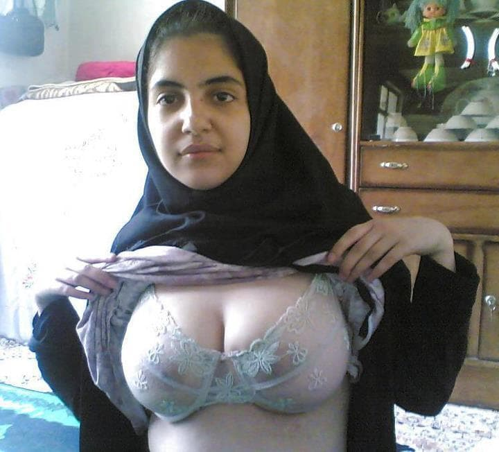 Muslim lady showing her boobs
