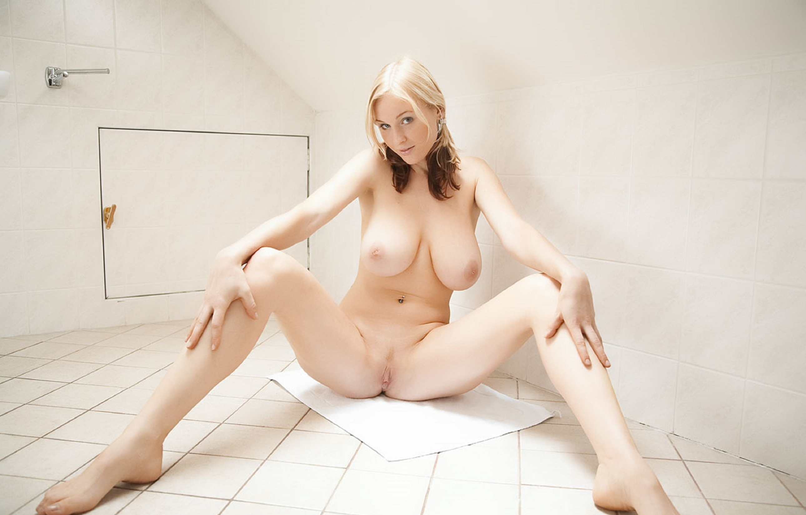 Japanese pale skin nude
