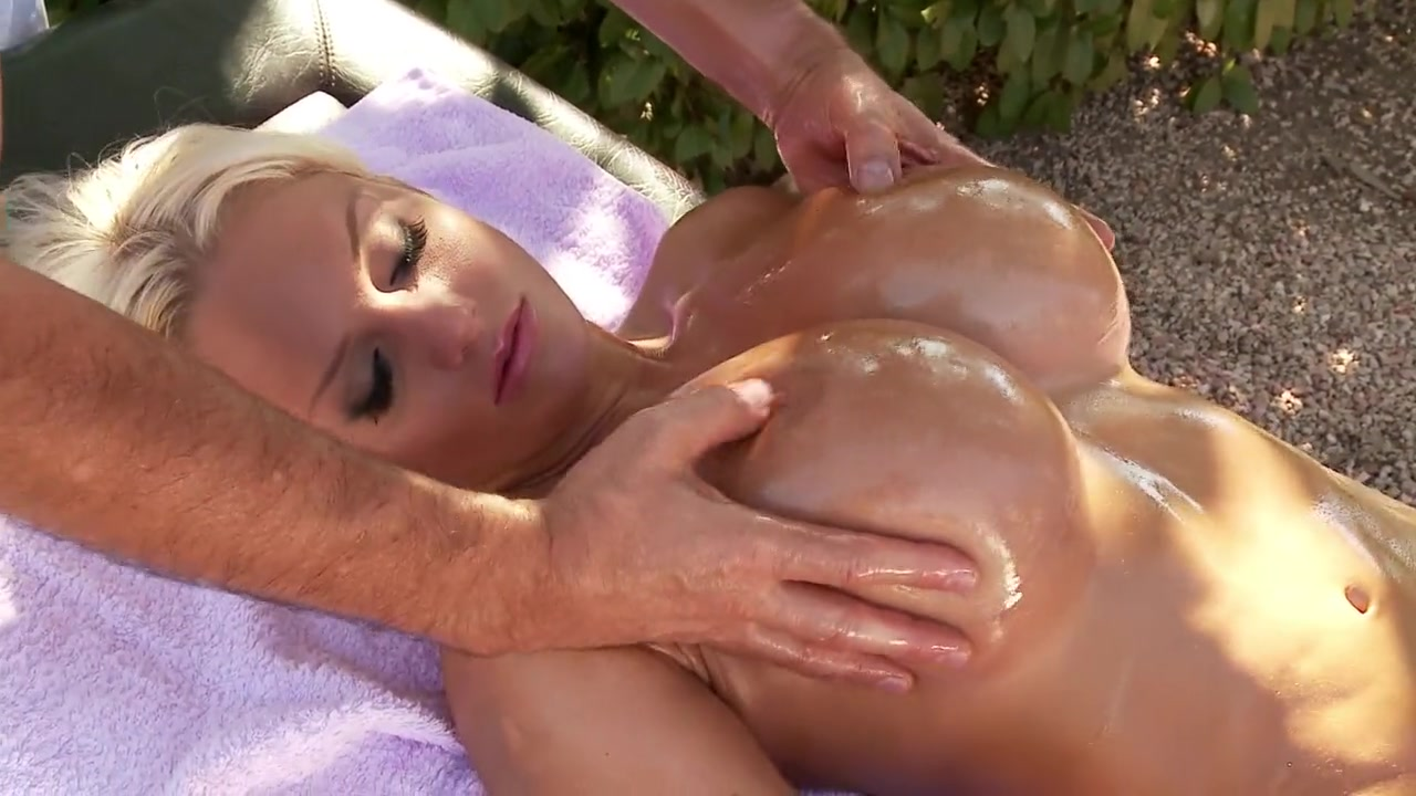 Women open their big pussy oil