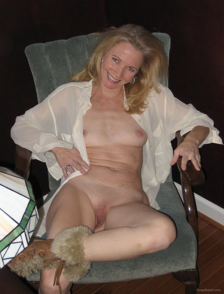 Blonde naked amateur moms