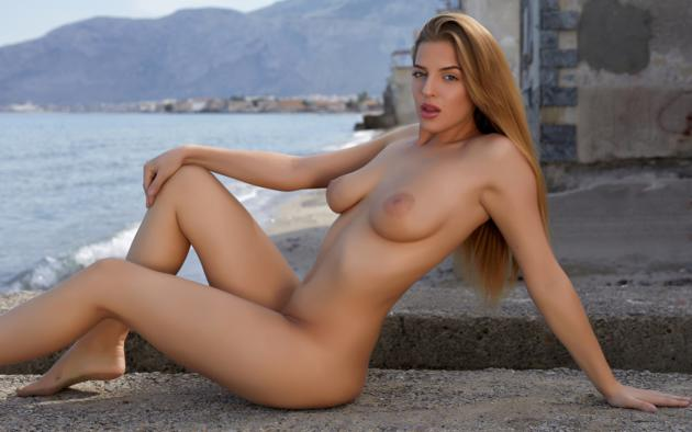 Beautiful women posing nude with big tits