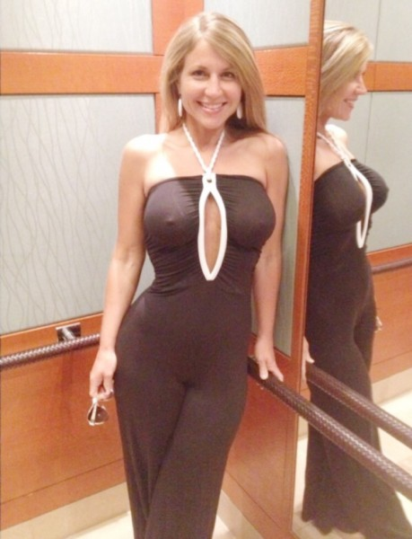 Sexy tight skirt milf
