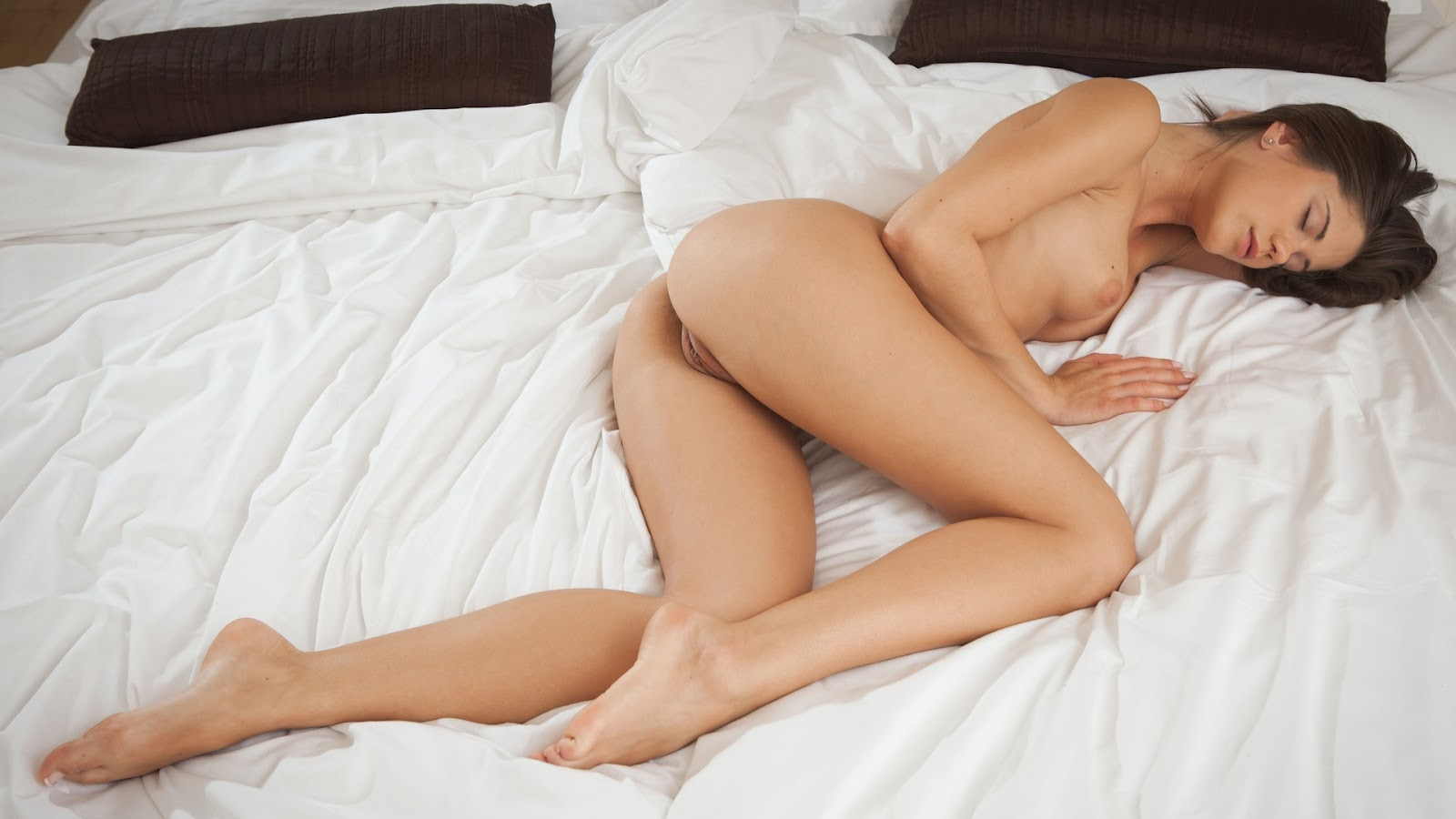 Women nude in bed sleeping