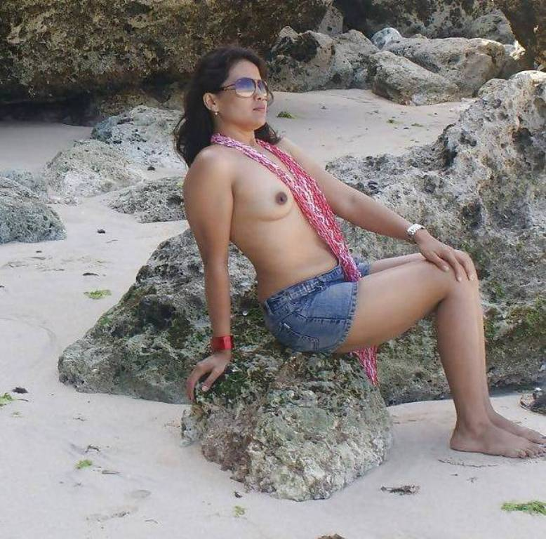 Desi bhabhi beach side ass nude