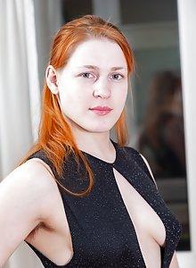 Free hot skinni nude pics jana