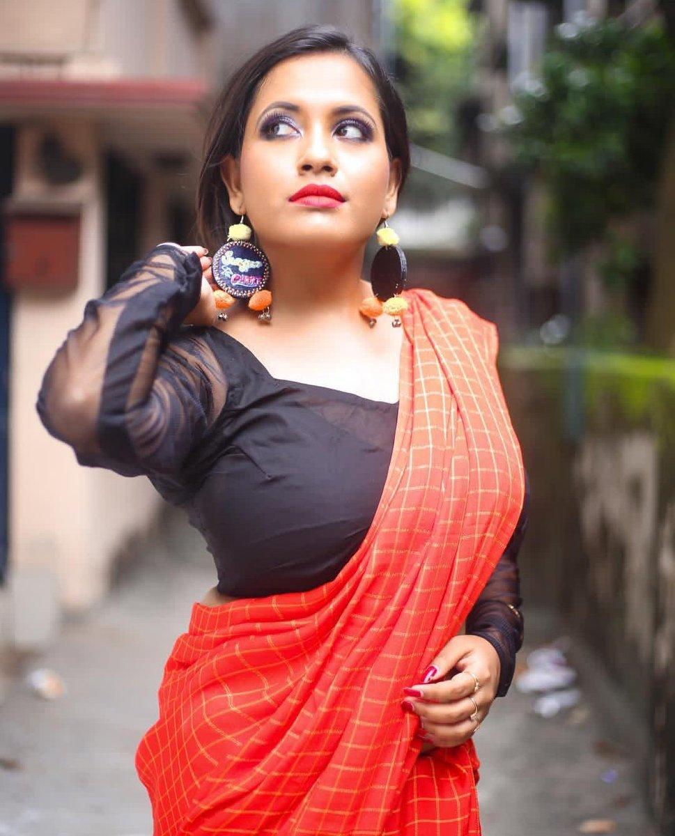 All sexy bhabi saree photo