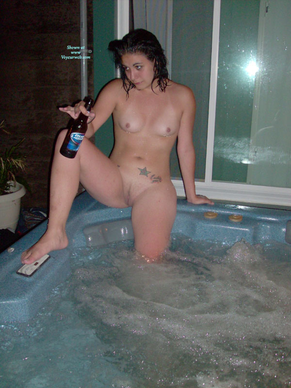 Amateur blonde hot tub