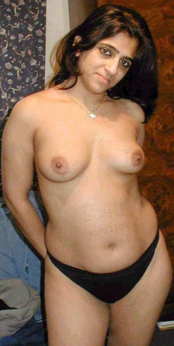 Tamil aunties bathing naked photo
