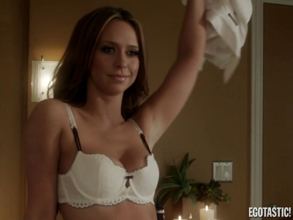 Jennifer love hewitt bra