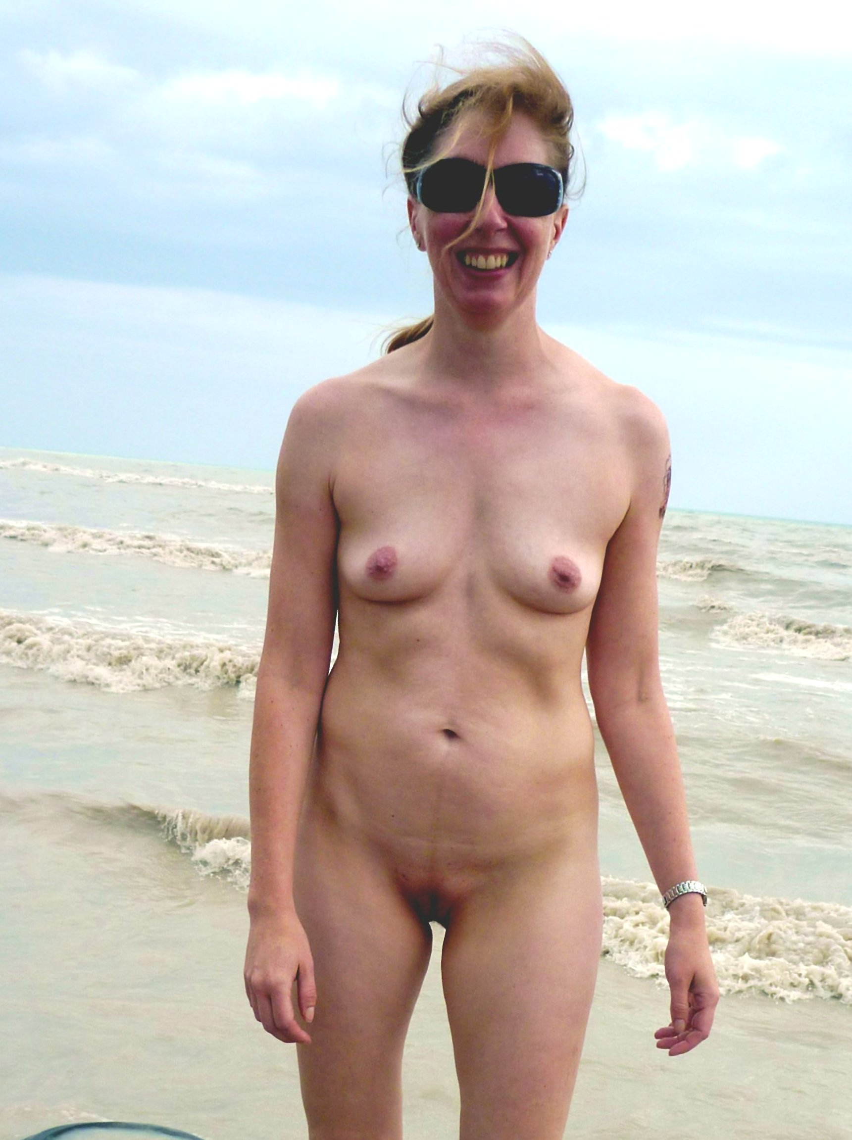 Photos of standing nude women