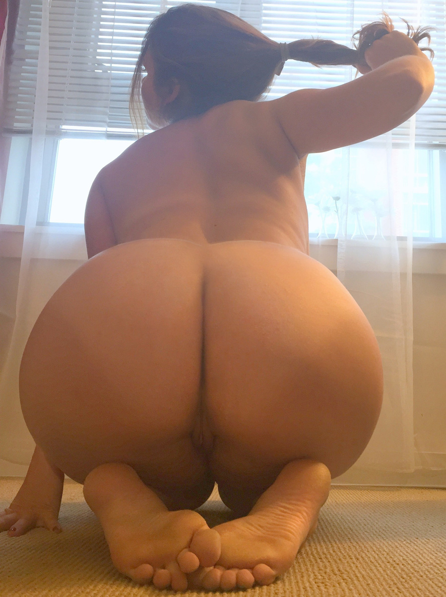 Thick girl bent over