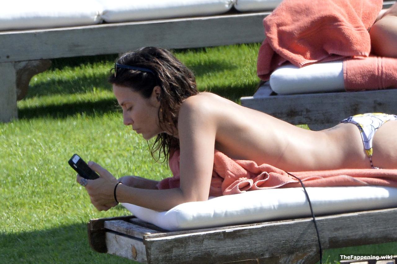 Natalie imbruglia naked clip