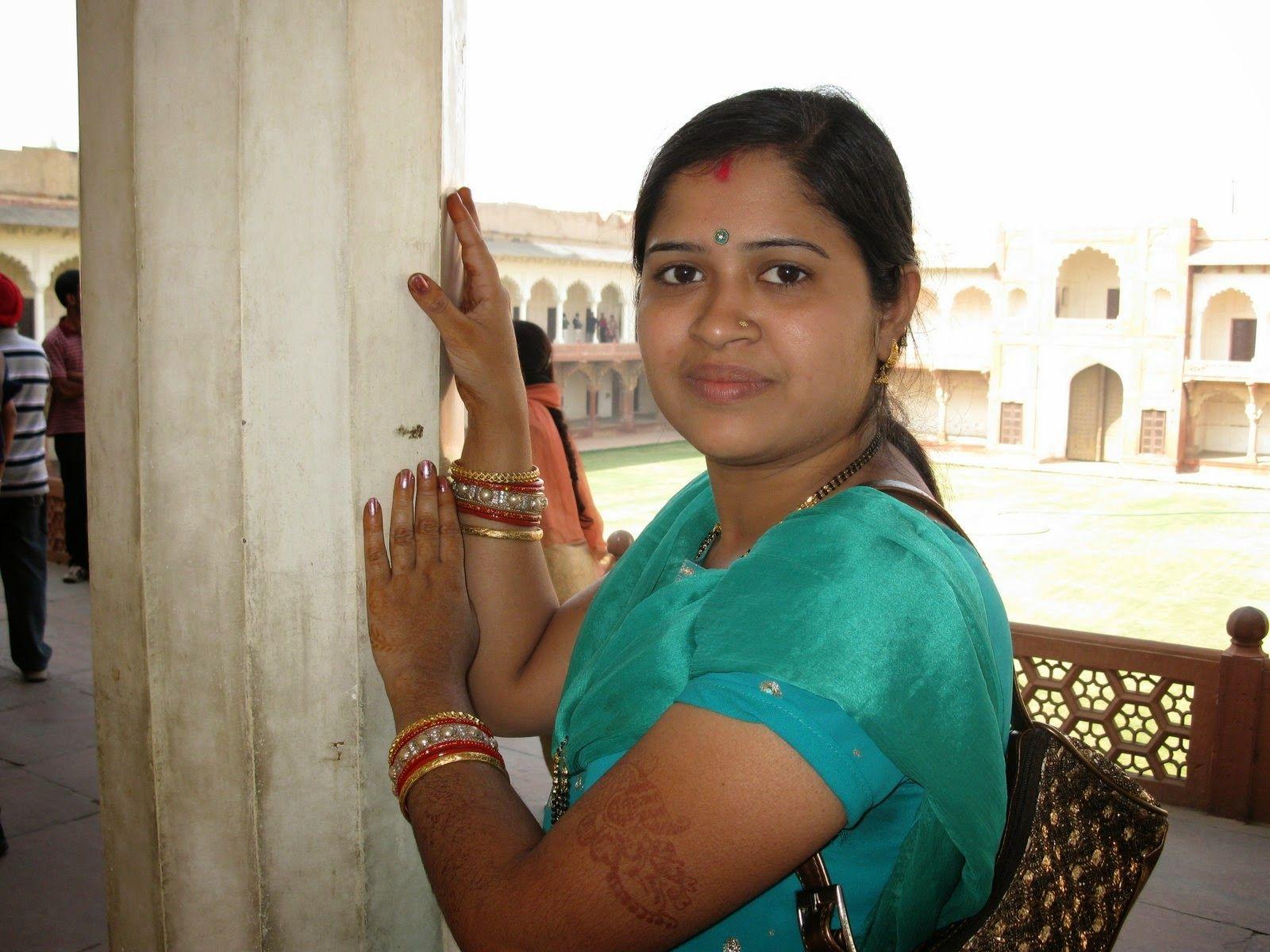 Beautiful sexy tamil aunties photos