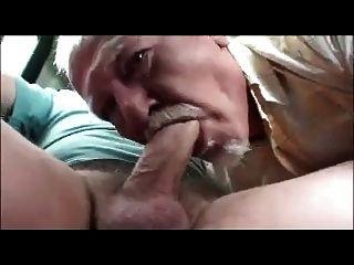 Old man sucks dick