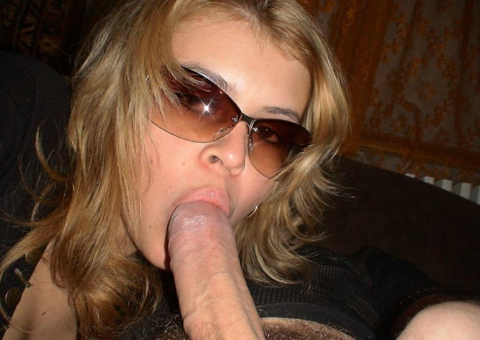 Hot woman sucking cock
