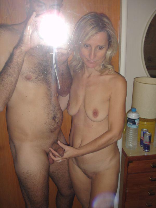 Real moms naked pics