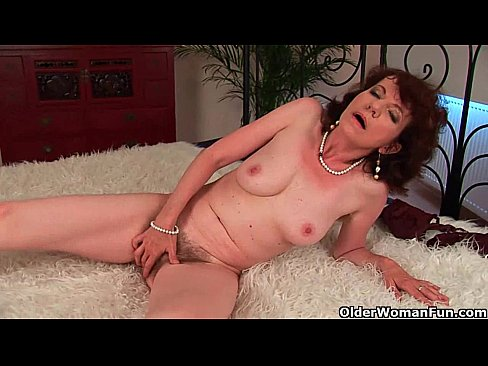 Older ladies pussy on show