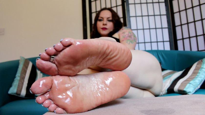 Sexy oiled footjob pics
