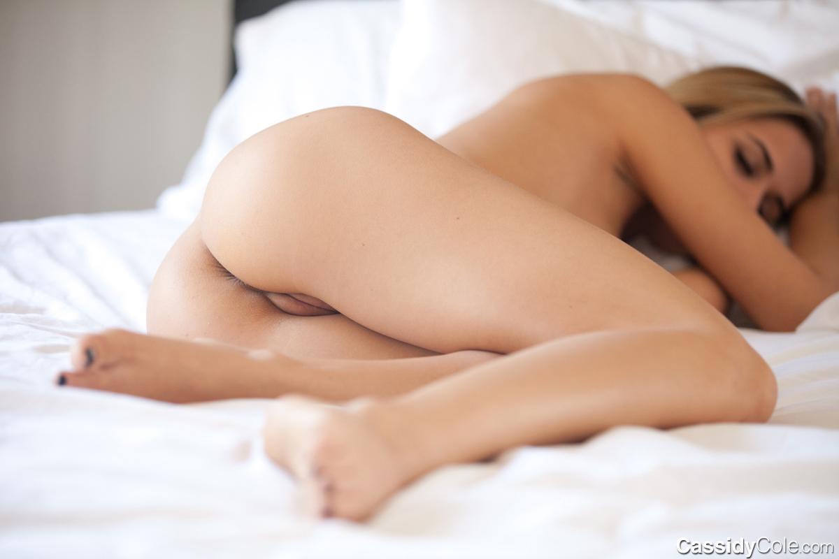 Cute girls sleeping naked