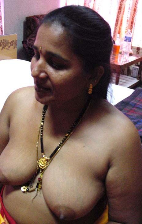 Desi new aunty boob
