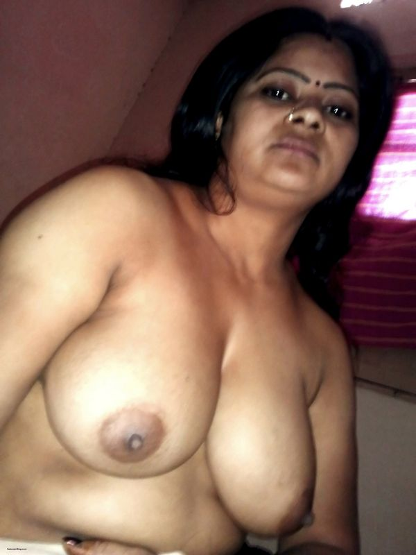 Very hot aunty nude boobs images