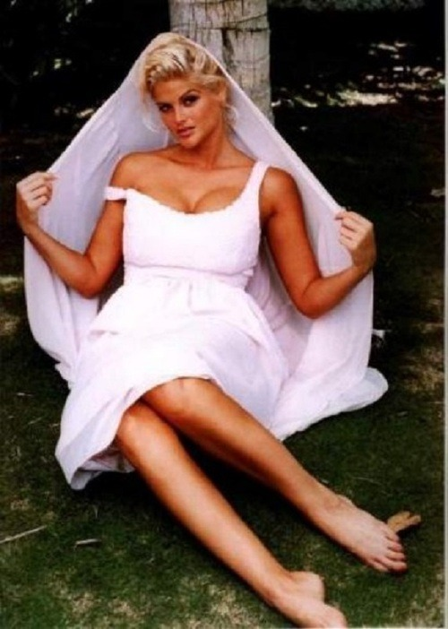 Anna nicole smith toes