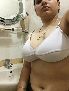 Desi aunty bra with big bobs