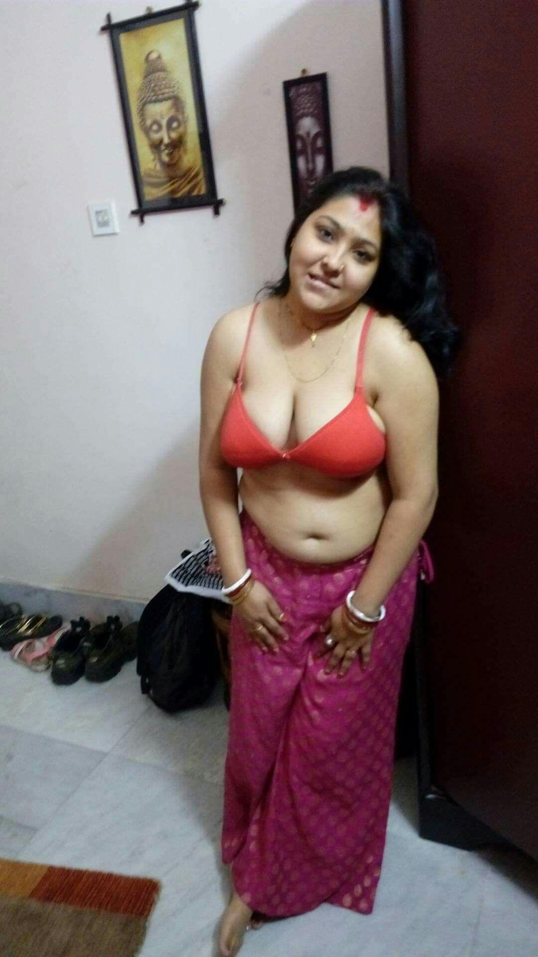 Desi hot aunty bra