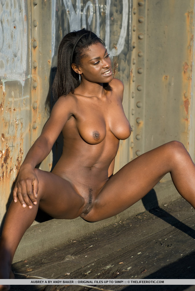 Nude lady of nigeria
