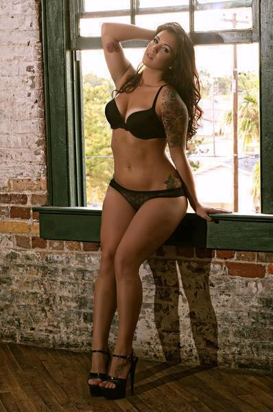 Sexy curvy girls with tattoos