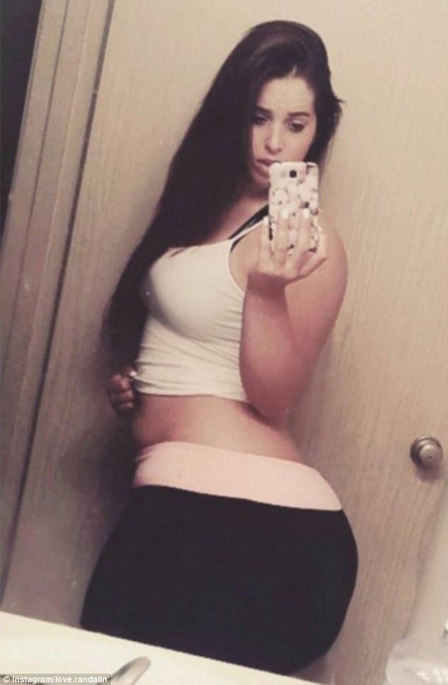 Big booty white girl selfie