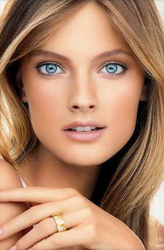 Blue eyes beautiful face tits
