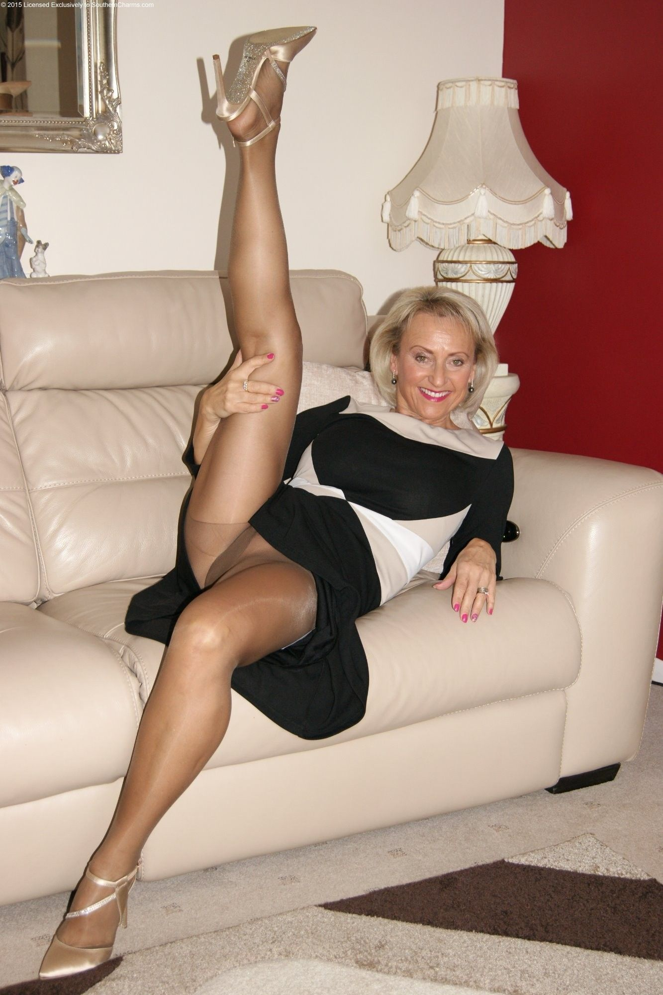 Strong mature women legs galleries