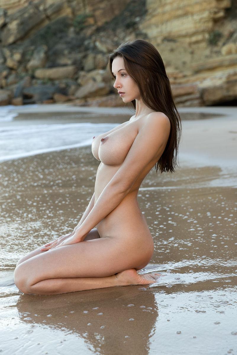 Sexy nude wet girls