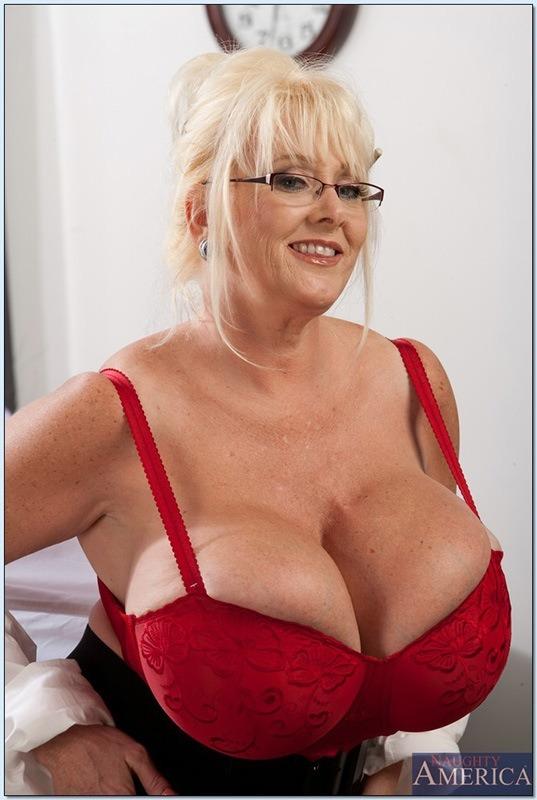 Kayla kleevage big boobs