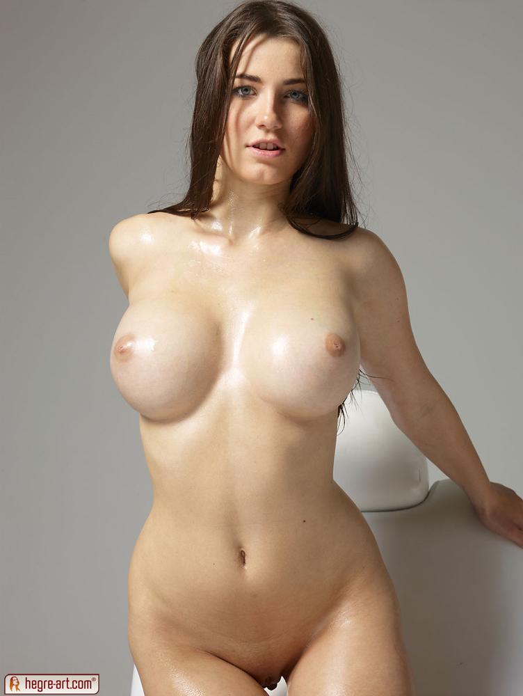 Nude girls boob pic