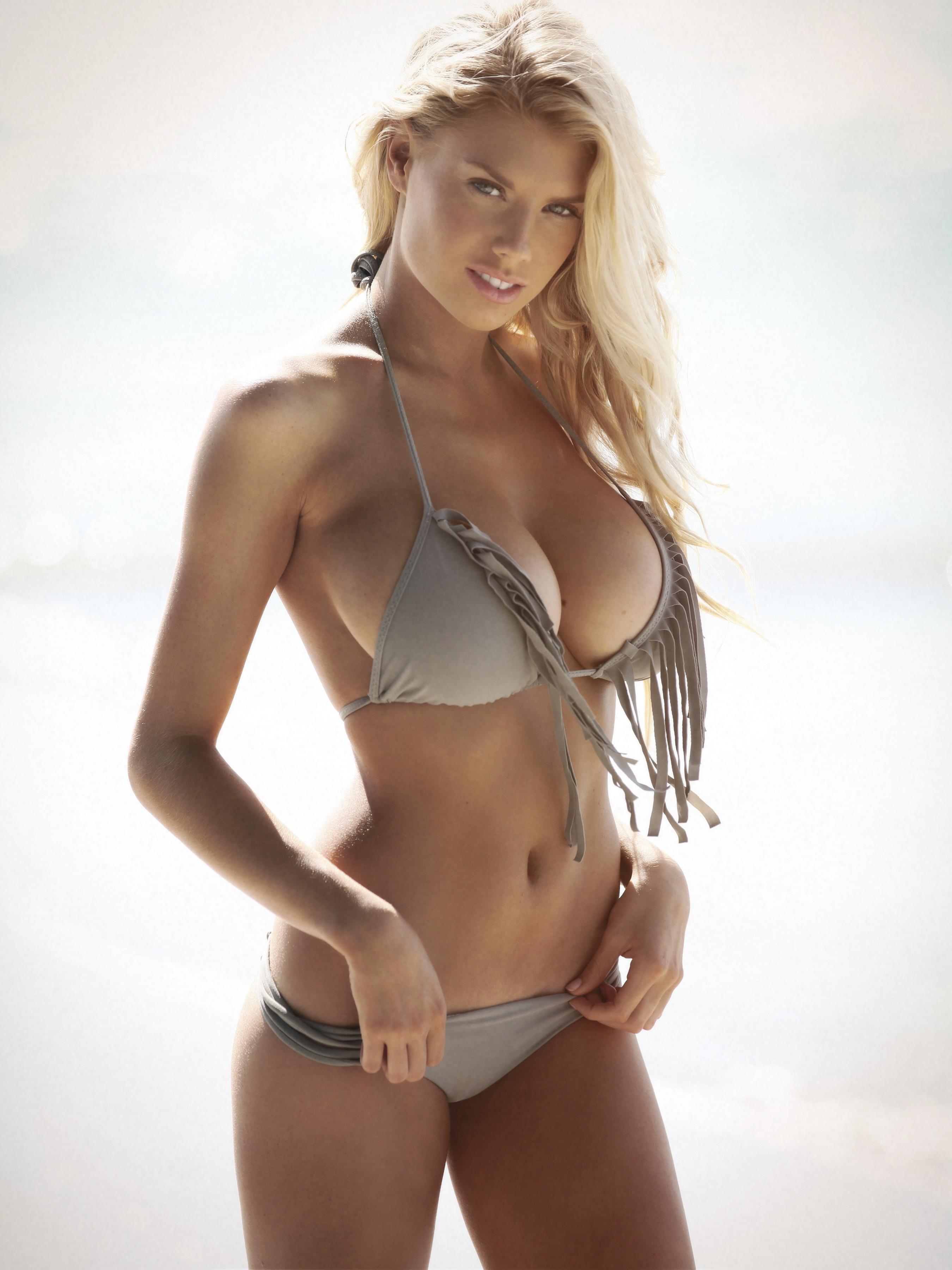 Charlotte mckinney naked photos
