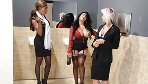 Naomi bank nude pic