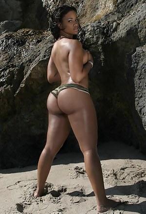 Big ass black girls in short shorts