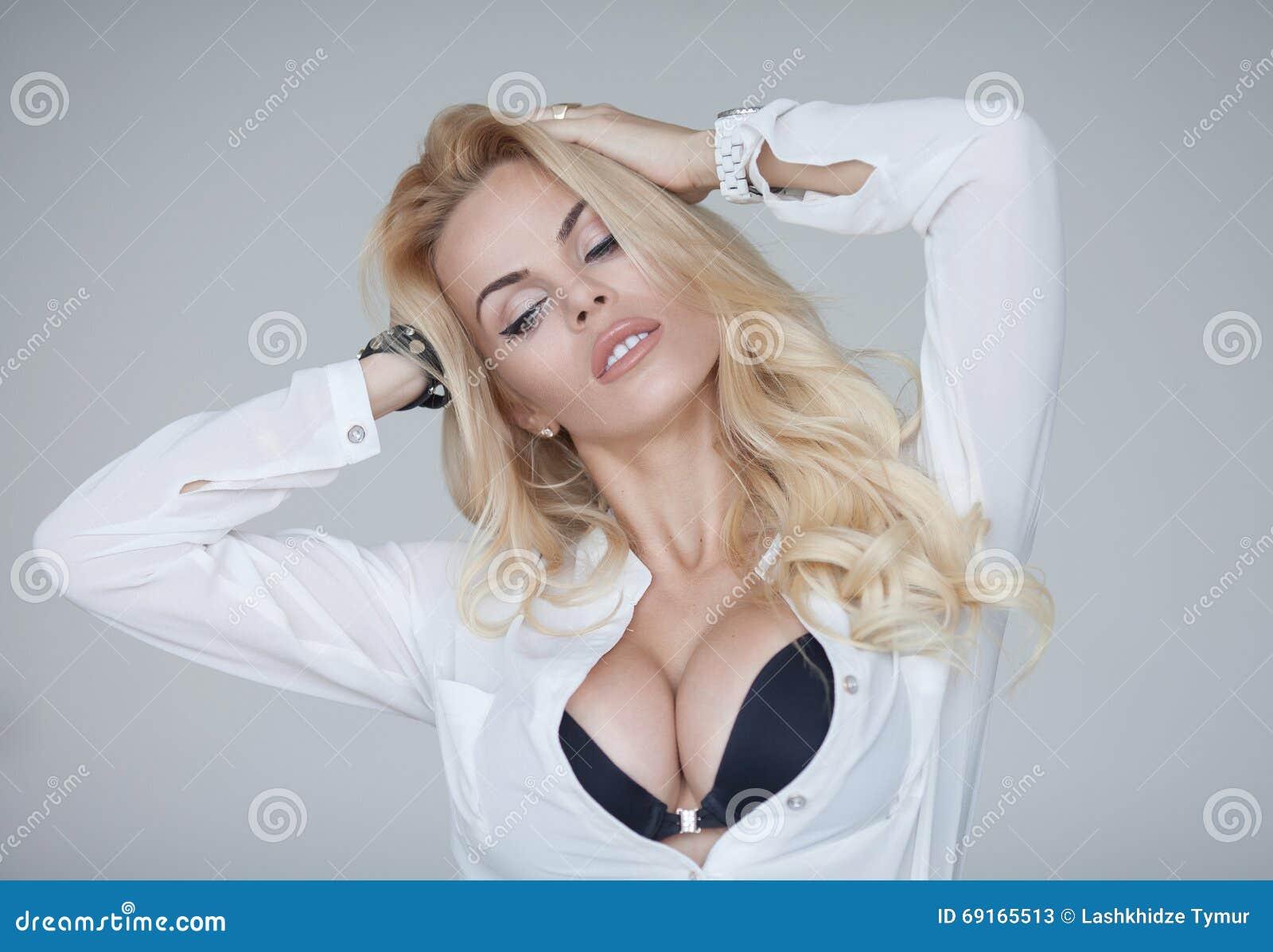 Sexy big ass blonde