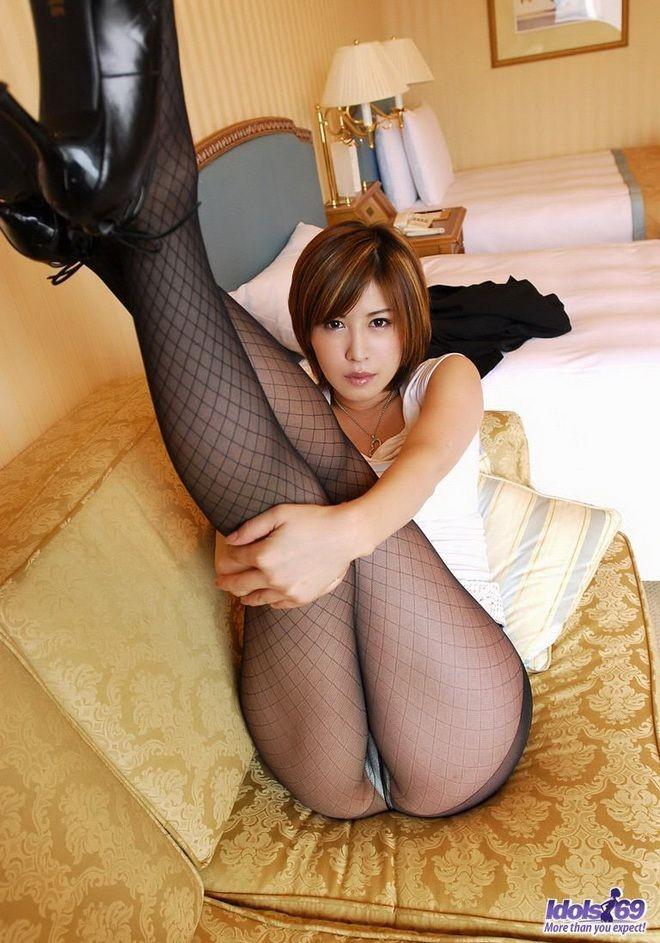 Japanese babe in stockings