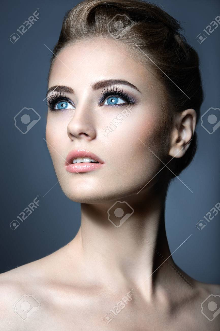 Nude girl models face