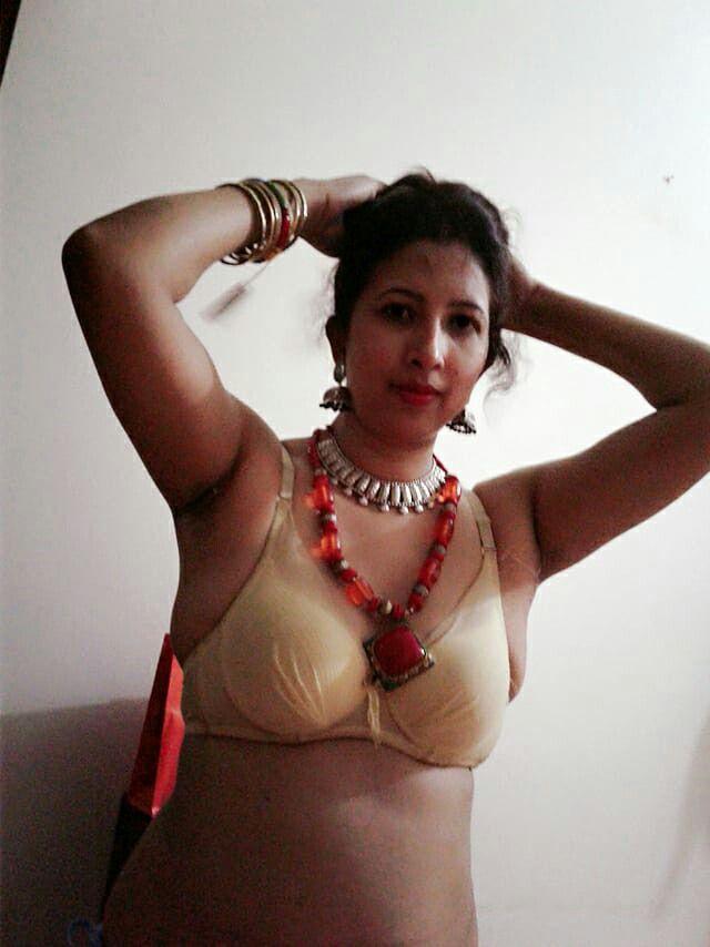 Sexy aunty bikini fhoto