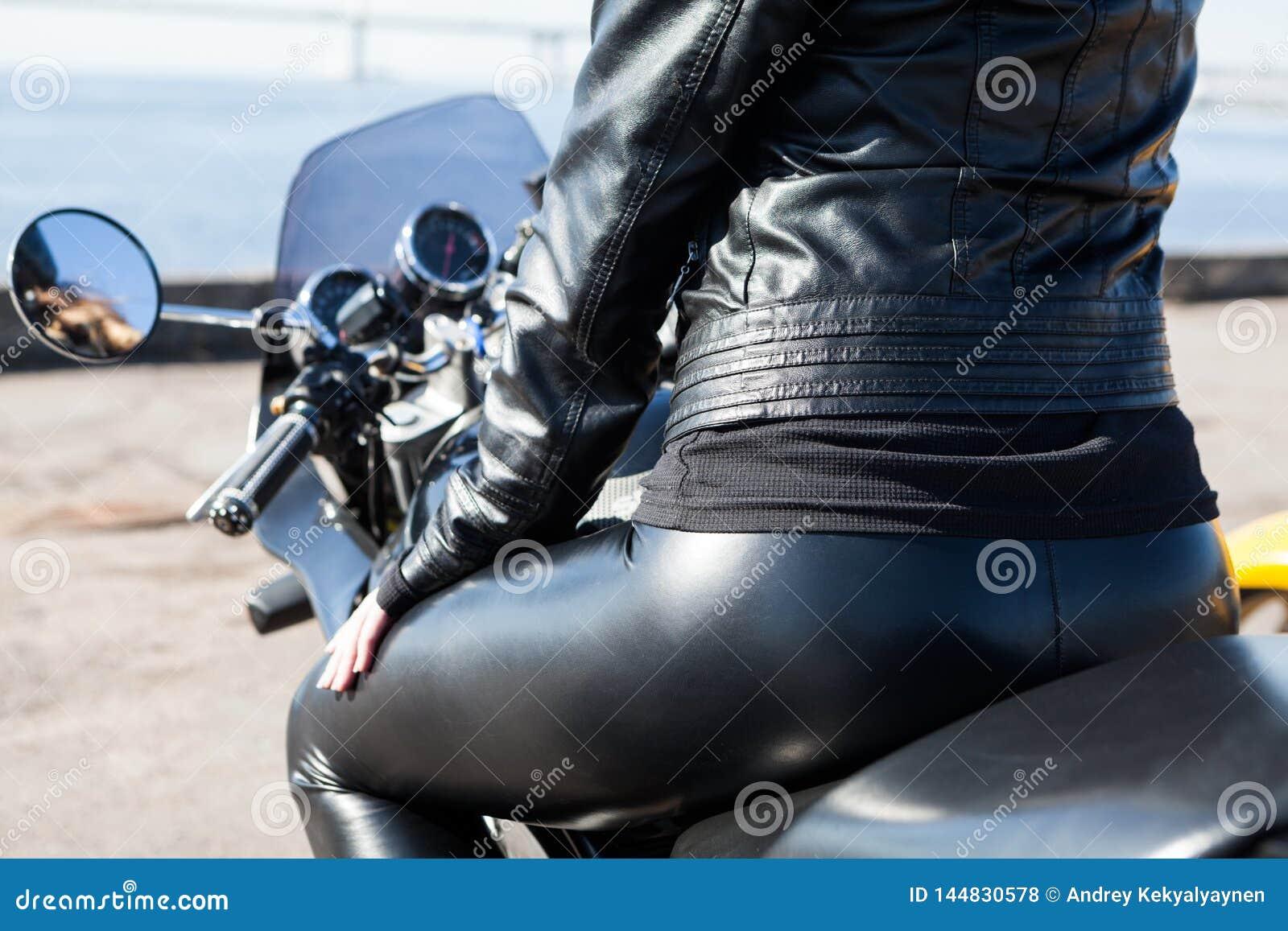 Hot rear view ass