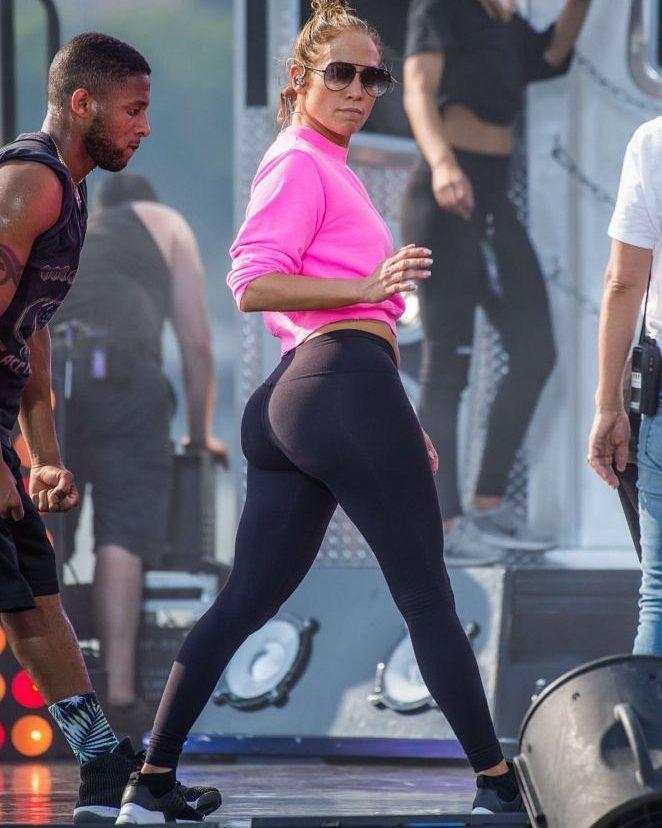 Jennifer lopez tight ass